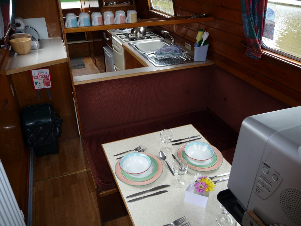 Buckaroo Dining to Galley