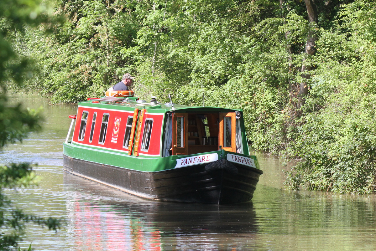 Fanfare on Oxford Canal