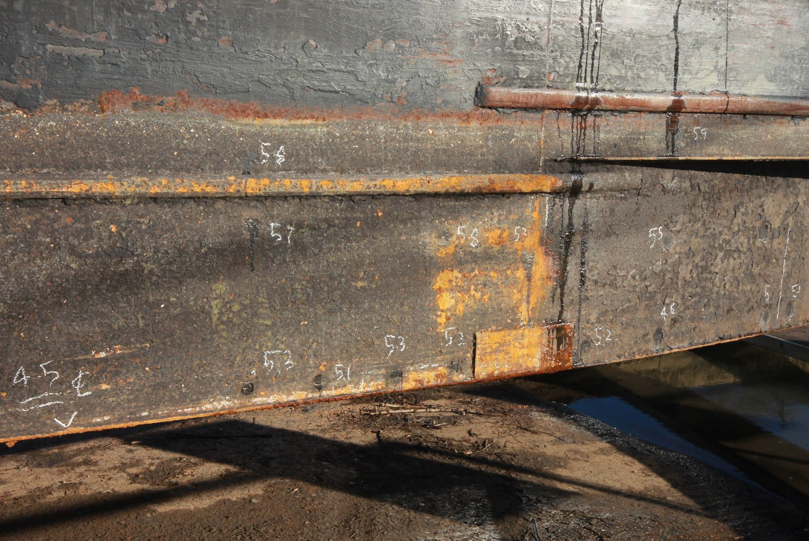Thickness results marked on hull